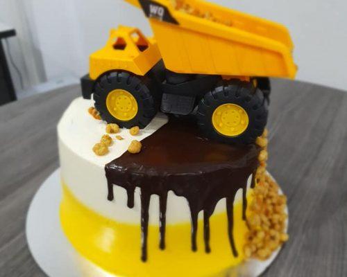 Truck cake2